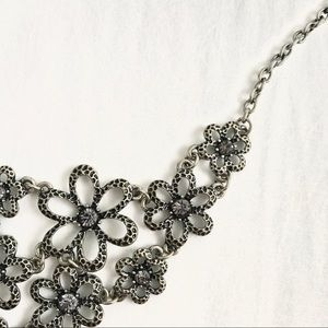 🌺 Silver Floral Bib Statement Necklace